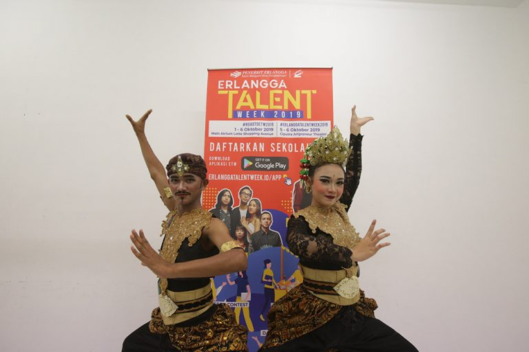 Peserta semi final Erlangga Traditional Dance 2019 bangga bisa tampil di Erlangga Talent Week 2019